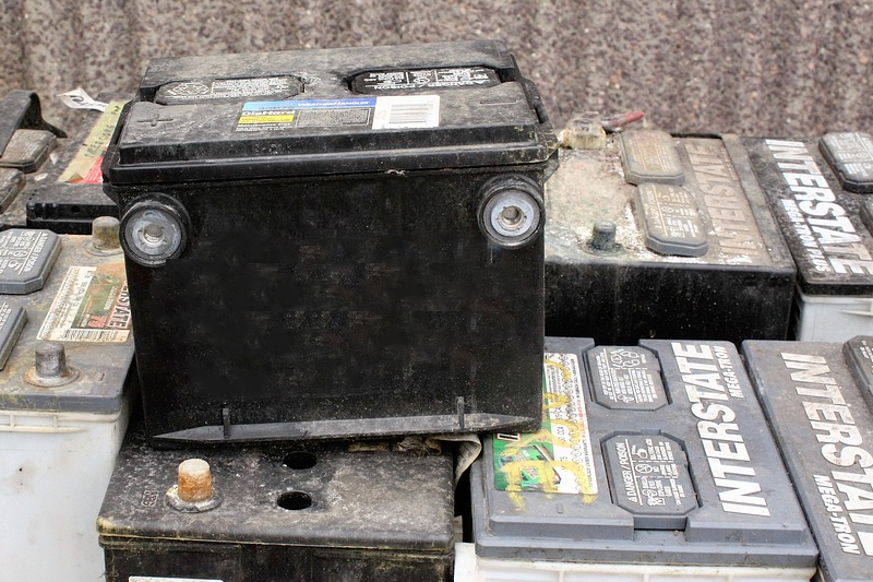 Using a skip bin- dont dump batteries