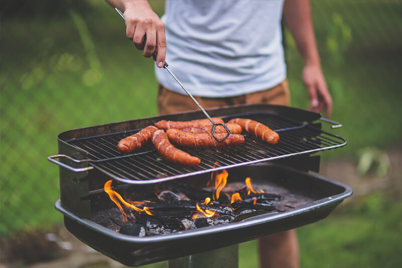How to Choose the Right BBQ For Your Backyard to Entertain Family & Friends
