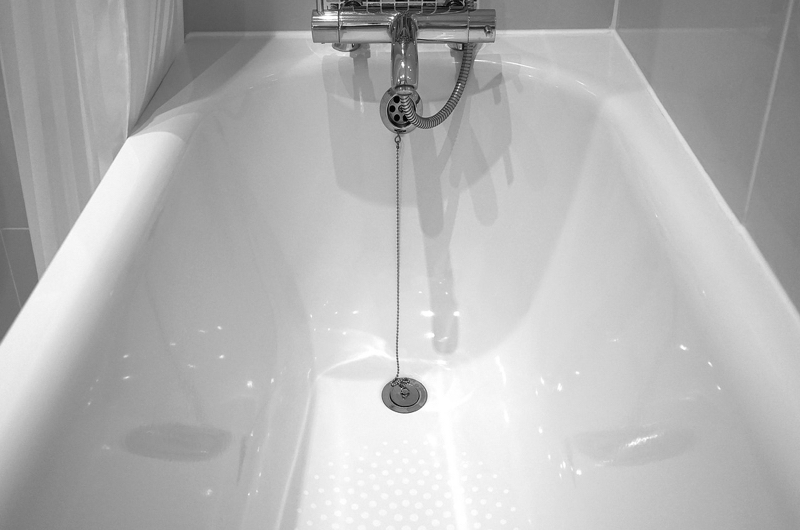 5 Tips on How to Fix a Clogged Bathtub Drain